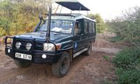Pop up roof 4x4 safari vehicle